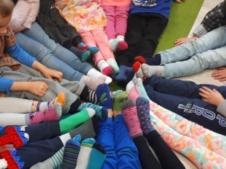 Dzień Kolorowej Skarpetki w Publicznej Szkole Podstawowej w Szczytnicy